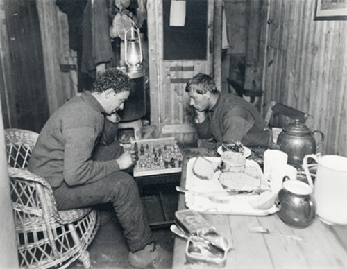 Hurley and Hussey play chess