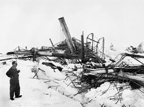 Frank Wild surveying the wreck of the Endurance